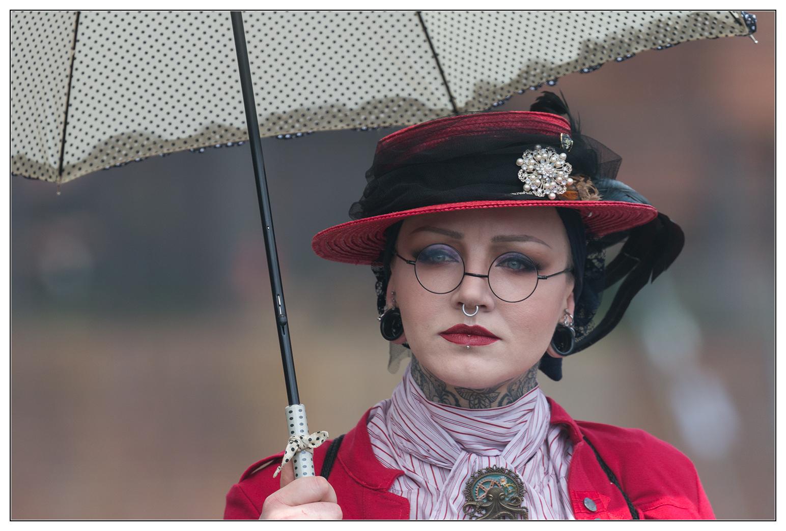 Dame plus Schirm