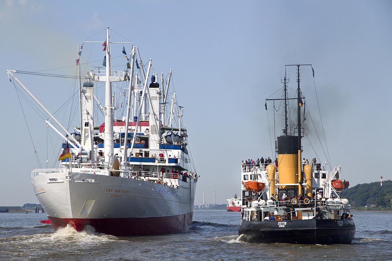 Dampfeisbrecher Stettin und Cap San Diego