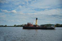 Dampfeisbrecker Elbe auf der Elbe
