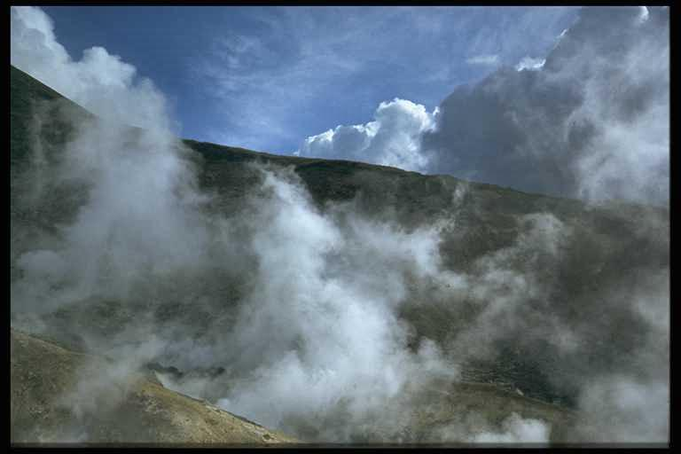 Dampfende Berge