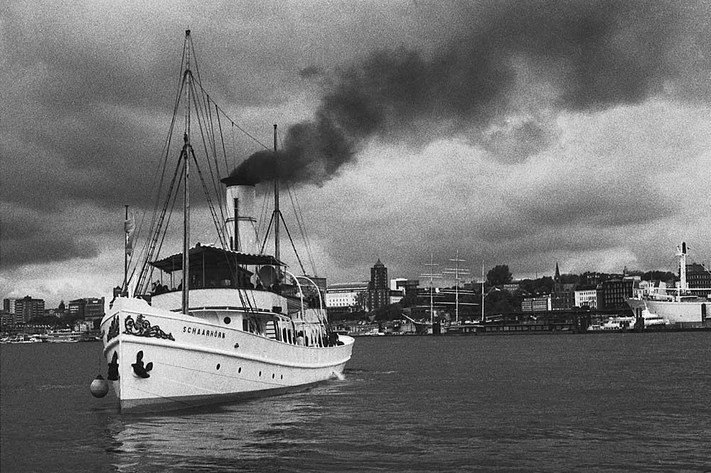 """Dampfer """"Scharhörn"""" im Hamburger Hafen"""