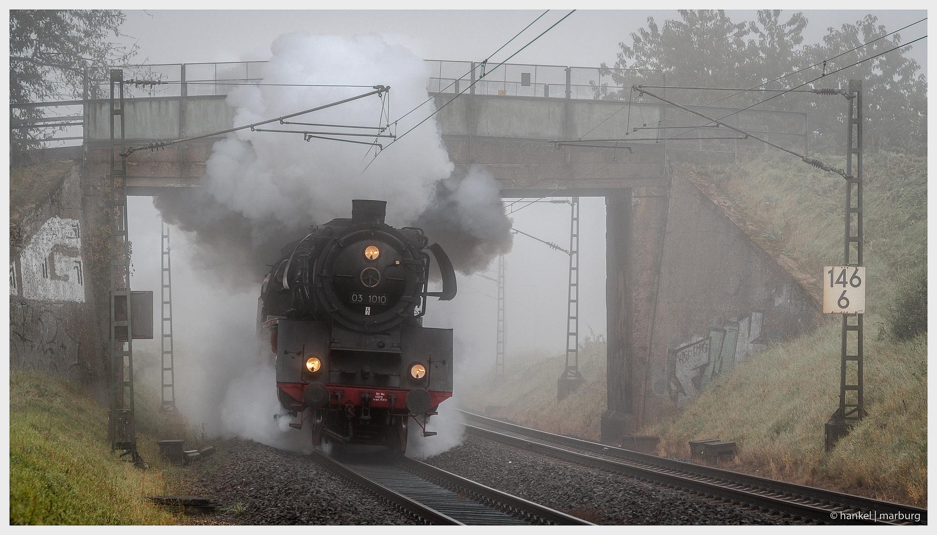 Dampflok im Nebel