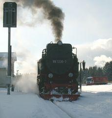 Dampflok im Schnee