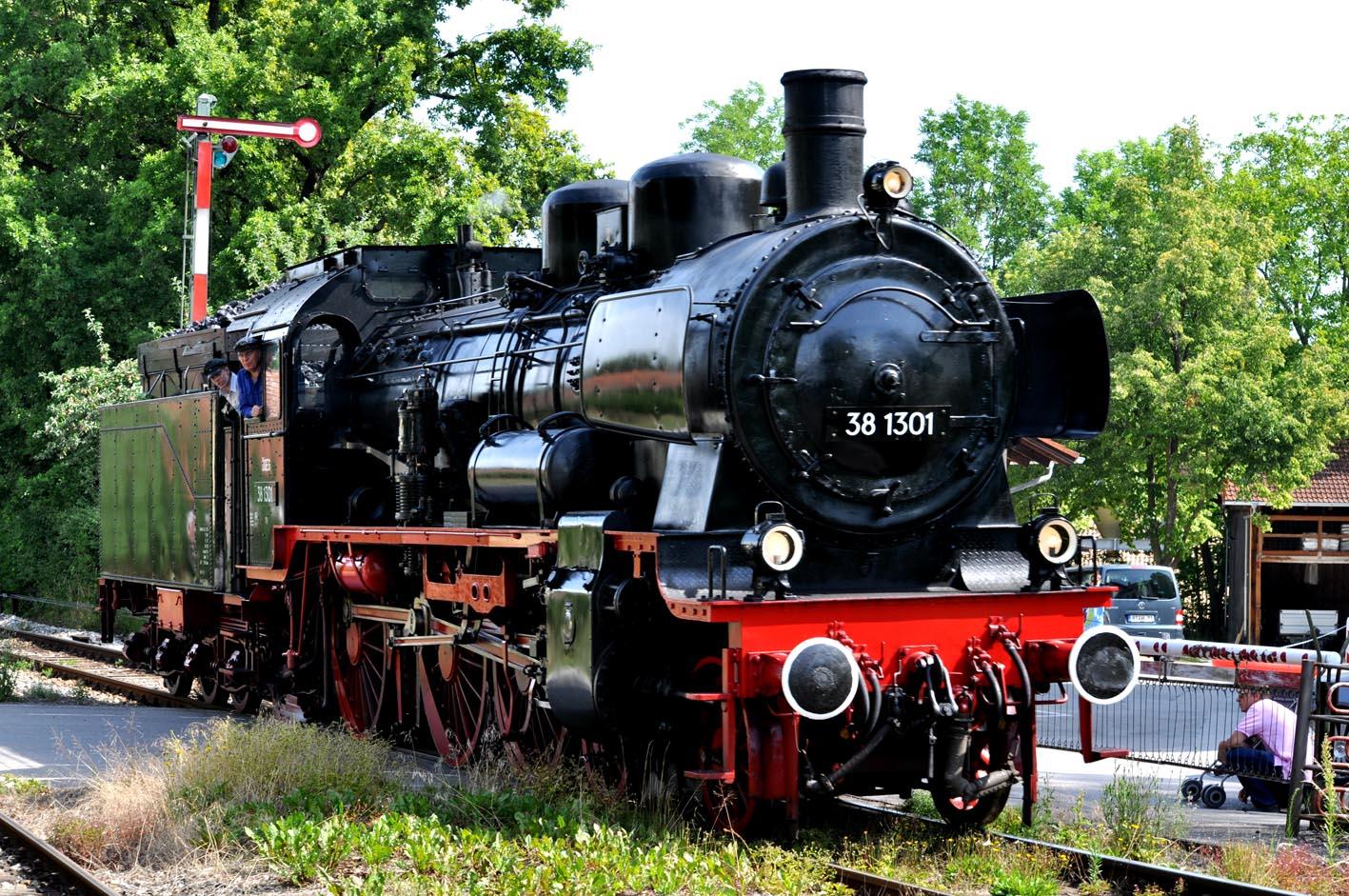 Dampfzug erreicht Utting am Ammersee