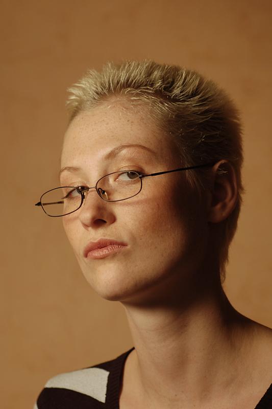 Die strenge große Supervisorin Vivian Skylight lässt ihre MILFie-Fotze gut ficken