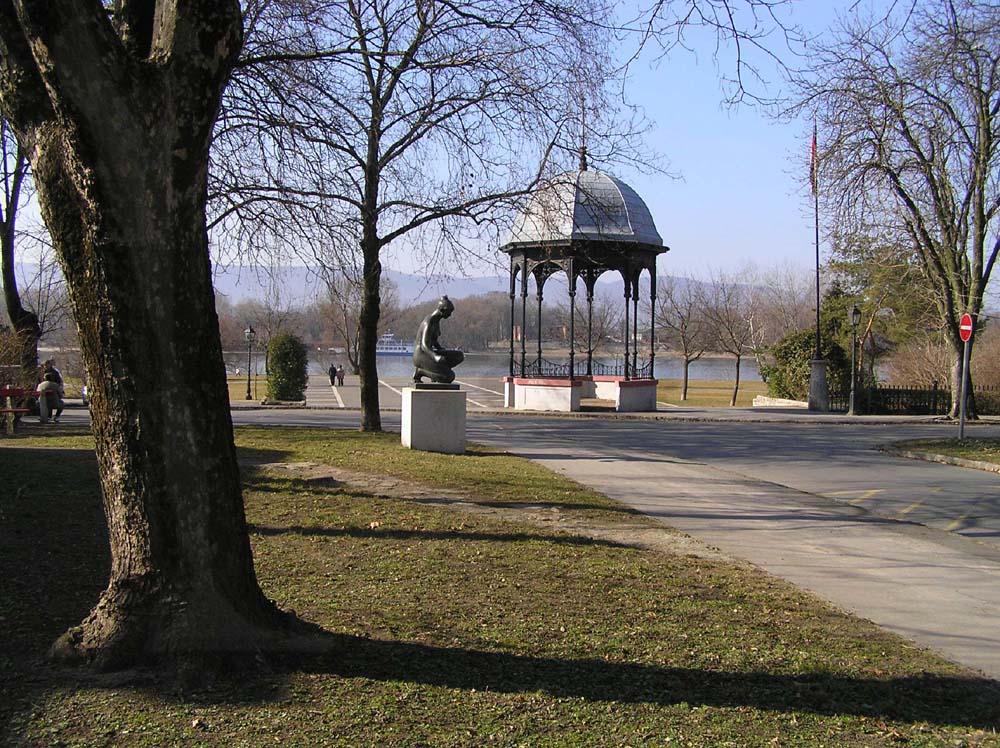 Danauufer bei Vác (Ungarn)