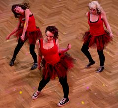 "Dance4Fans ""Freaky Chicks"""