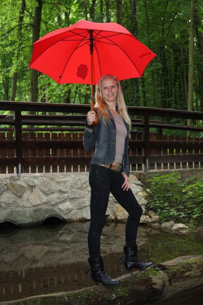 Daniela und der rote Regenschirm