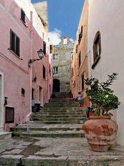 dans les petites rues de Castelsardo