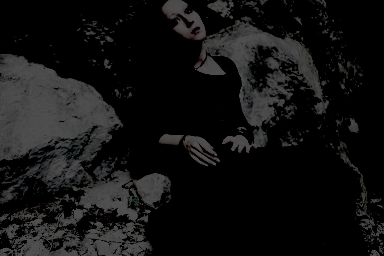 Dans l'ombre des roches sont enfouits les rêves anciens