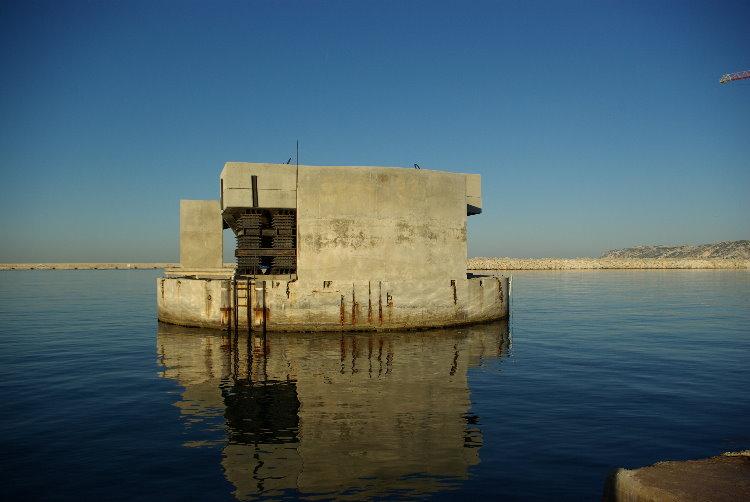 Dans un  port à Marseille