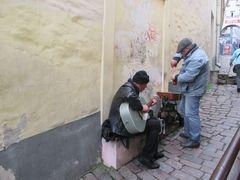 ..Dans une rue de Tallinn..