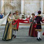 danse du long  ruban rouge ...;