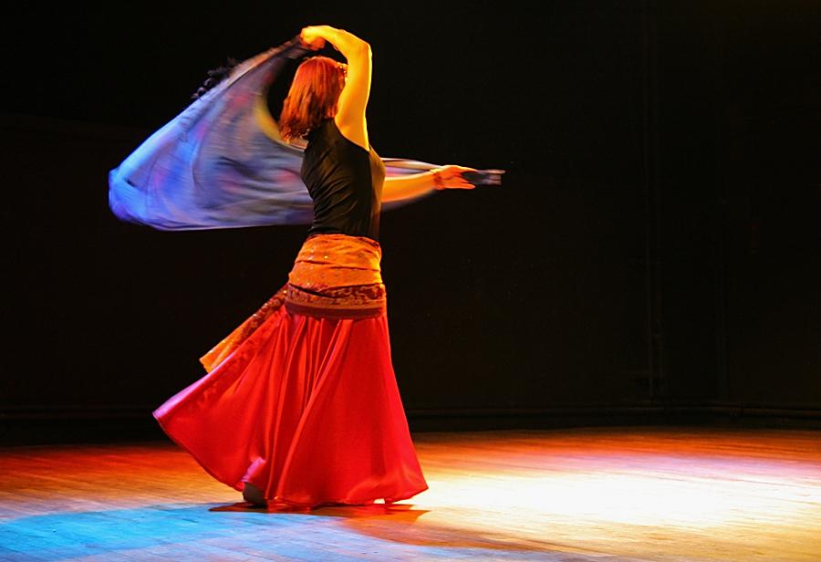 danseuse orientale avec voile