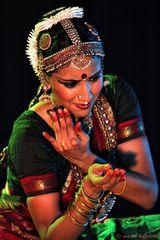 danzatrice di danza bharanatyam