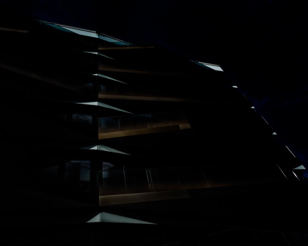 dark.light.moving