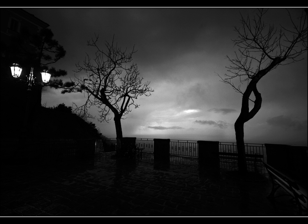 _Darkness on the night_
