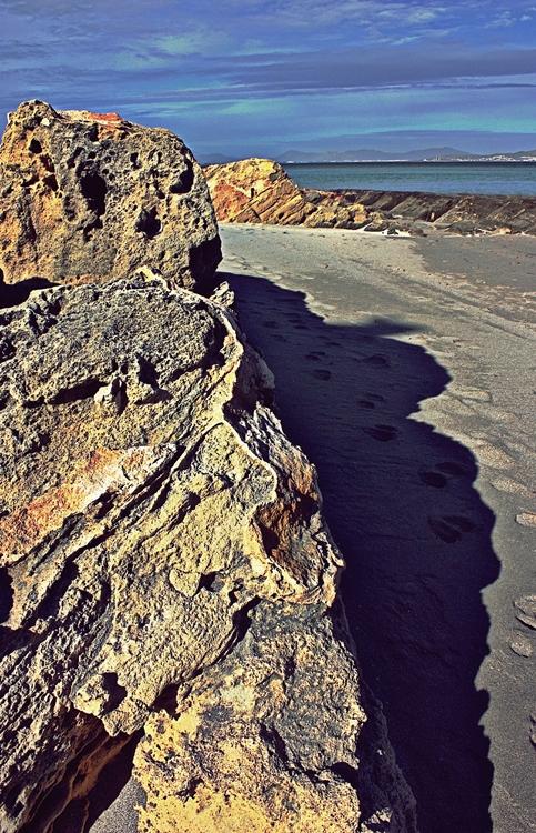 Darrera d'una roca / Detrás de una roca