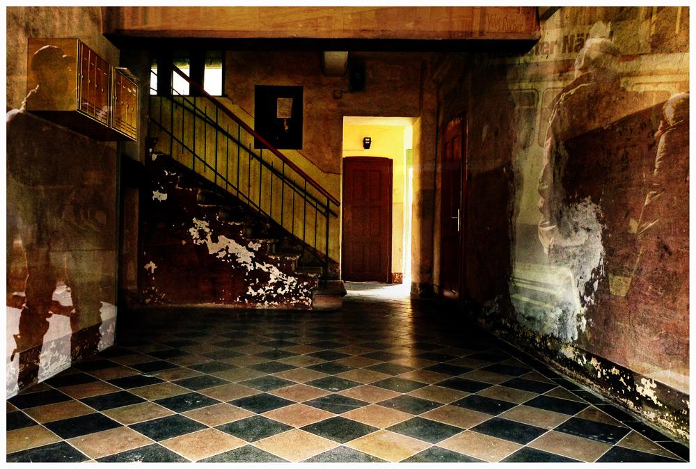 das alte Haus steht lange leer ...