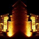 Das Alte Rathaus mit gläsernem Treppenhaus bei Nacht und gespiegelt - Collage 2