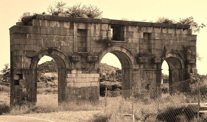 Das alte Stadttor von Patara