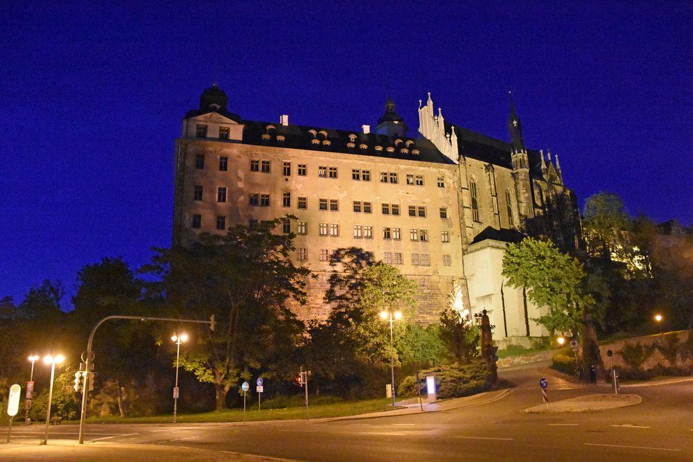 Das Altenburger Residenzschloss mit der Schlosskirche am Abend