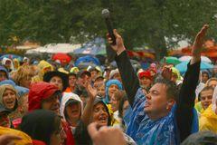 Das Bad in der Menge und im Regen