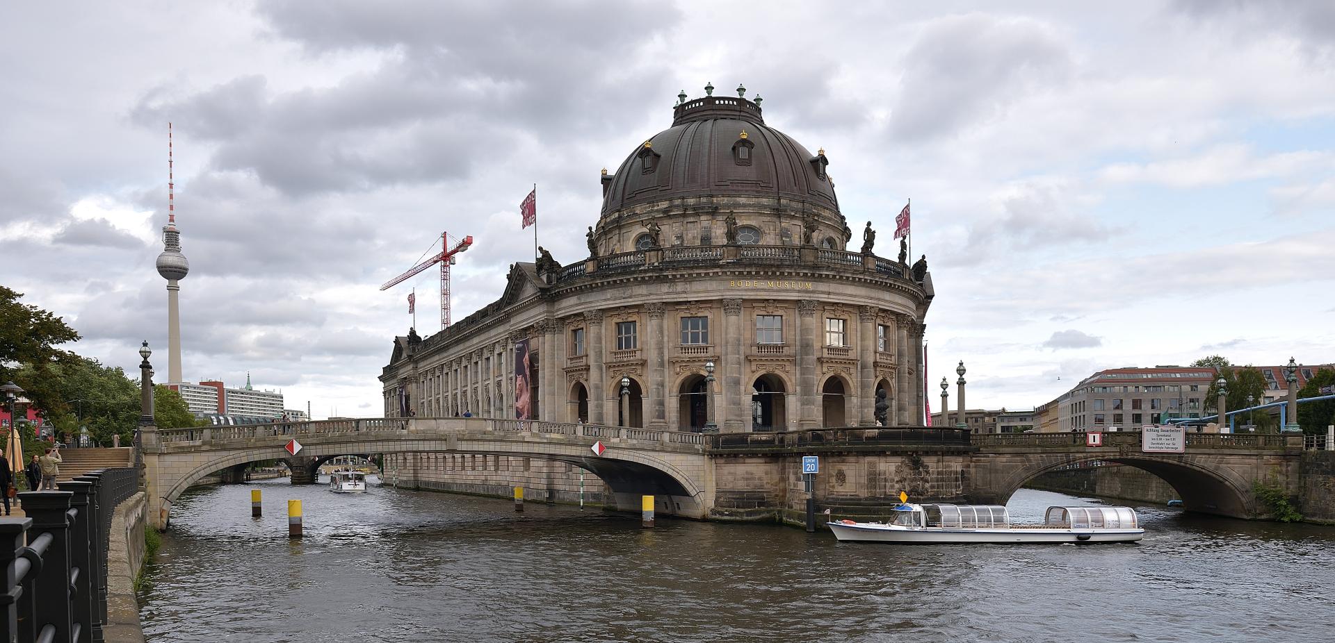 Das Bode-Museum (Berlin), 1904 als Kaiser-Friedrich-Museum eröffnet, gehört...