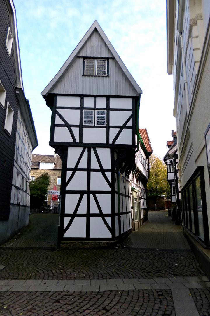 """Das """"Bügeleisenhaus"""" in der historischen Altstadt"""