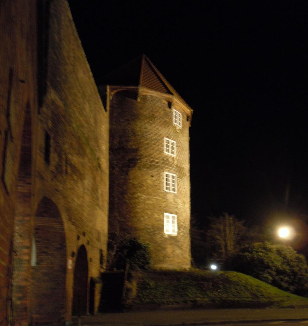Das Burgtor  in Lübeck bei  Nacht
