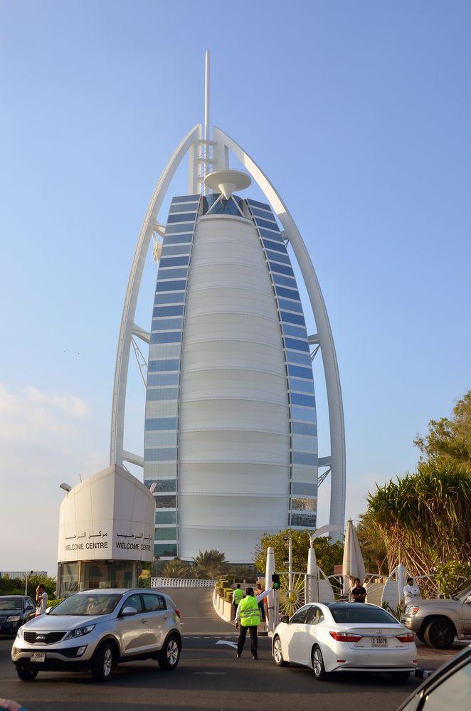 Das Burj Al Arab am Strand von Jumeirah in Dubai