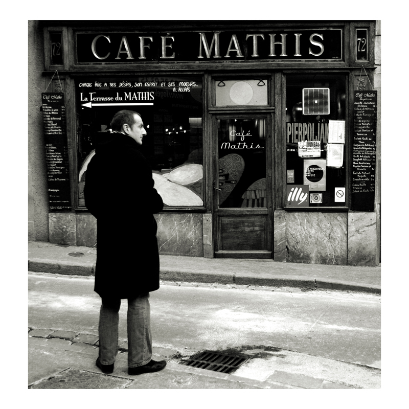 das Cafe Mathis auf der anderen Straßenseite