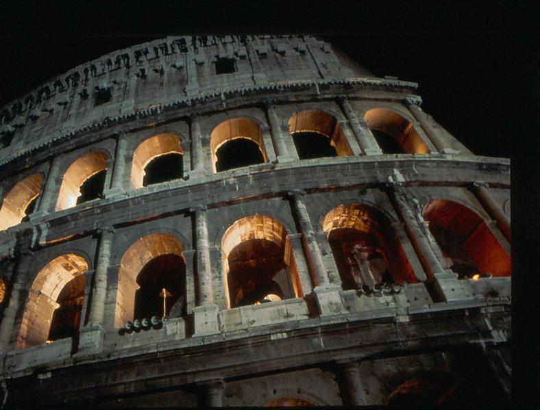 Das Colosseum bei Nacht