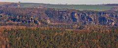 Das Denkmal des Hohburkersdorfer Rundblick ist hier mit auf dem Bild zur Bastei...