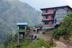 Das Dorf Jagat liegt auf 1300 m Höhe