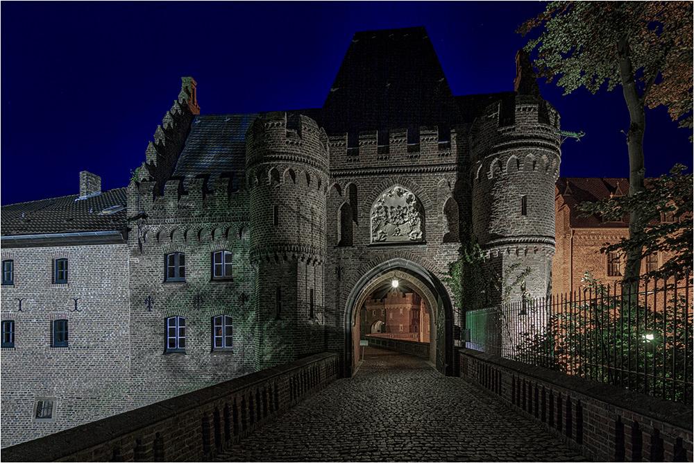 Das Einganstor vom Schloß Paffendorf