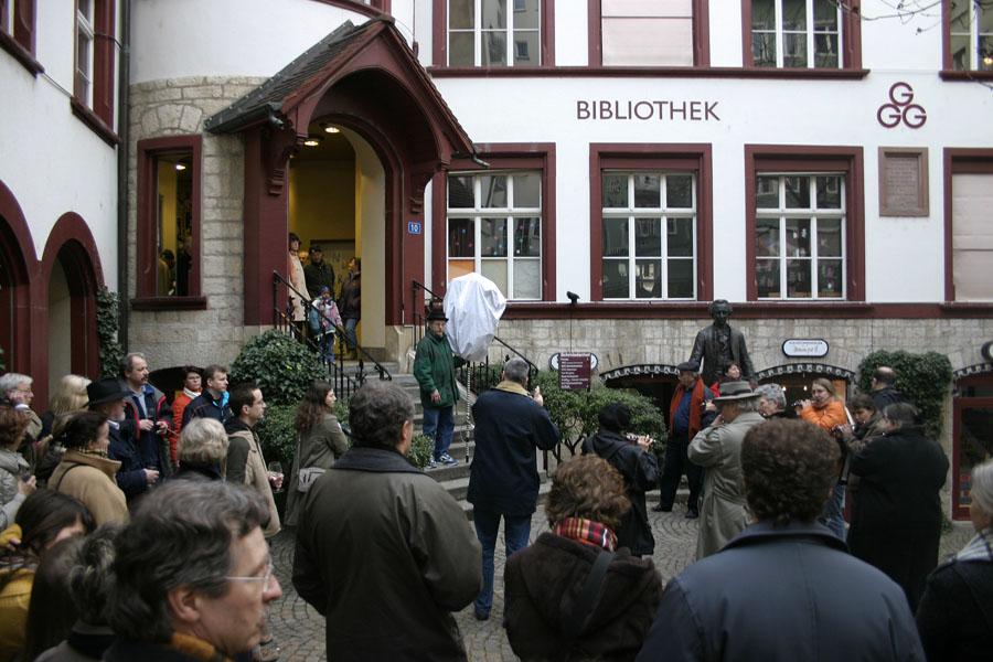 Das Einpfeiffen bei den Gläbbli Blooger im Schmiedenhof Basel