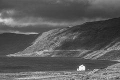 Das einsame Haus am Fjord