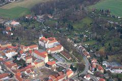 Das Eisenberger Schloss aus ca. 400 m Höhe