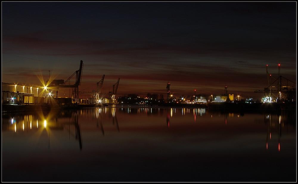 Das Ende eines Tages im Jarssumer Hafen