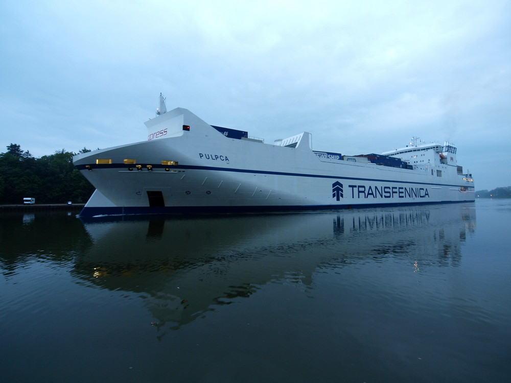 Das Frachtschiff PULPCA auf dem Nord-Ostsee-Kanal