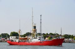"""Das frühere Feuerschiff """"Fehmanbelt"""" zur Hanse Sail 2013 auf dem Seekanal von Warnemünde"""