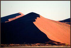 Das Gesicht des Sossusvlei - eine rote Düne in der Morgensonne