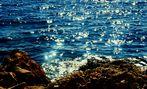 das Glitzern der Sonne auf dem  Meer