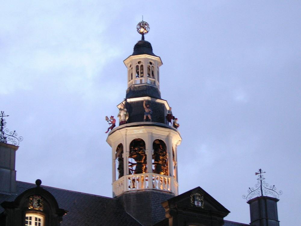 Das Glockenspiel des Rathauses von Roermond