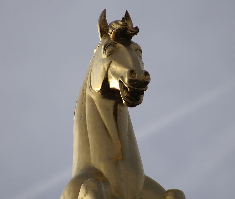 Das goldene Pferd lacht....