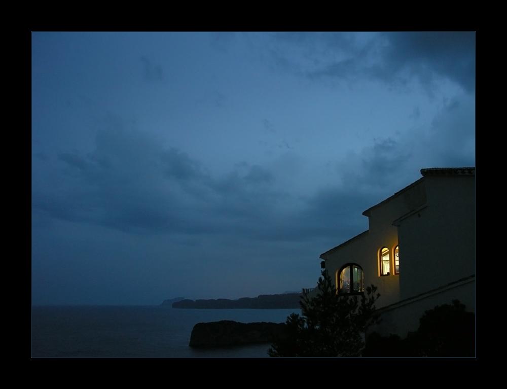 Das Haus an der Kante der Steilküste...