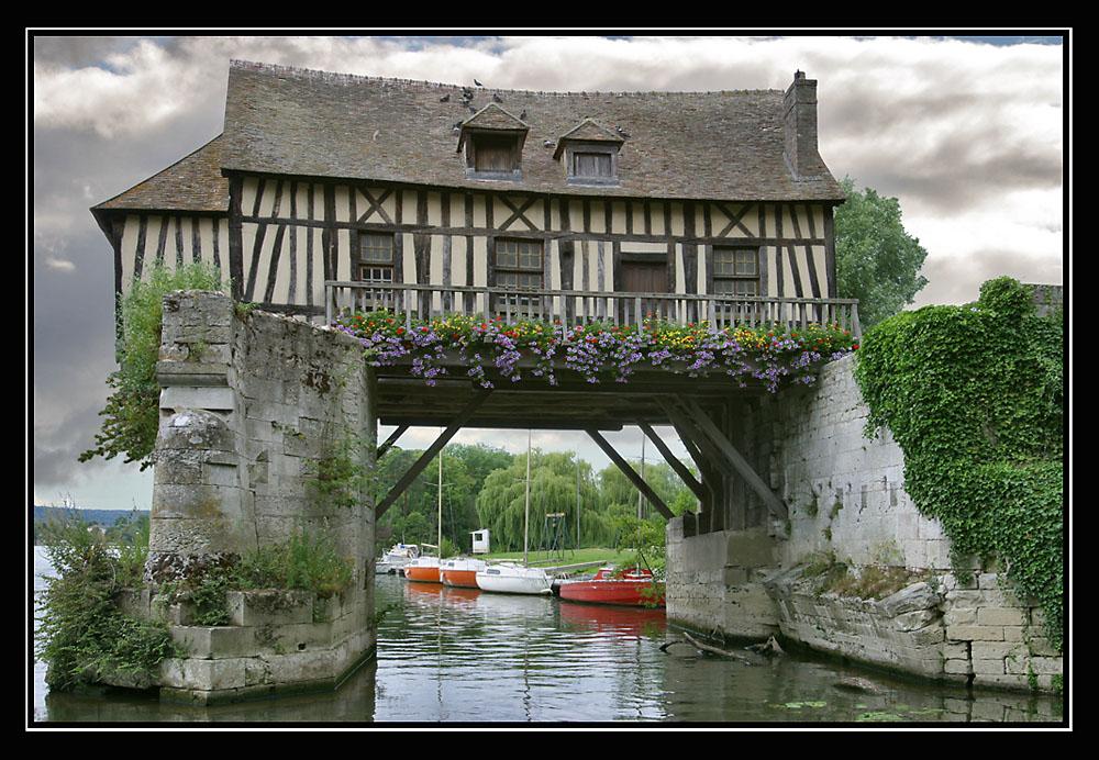 Das Haus auf der Brücke   House on the Bridge