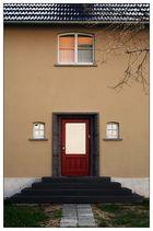 das Haus mit der roten Tür