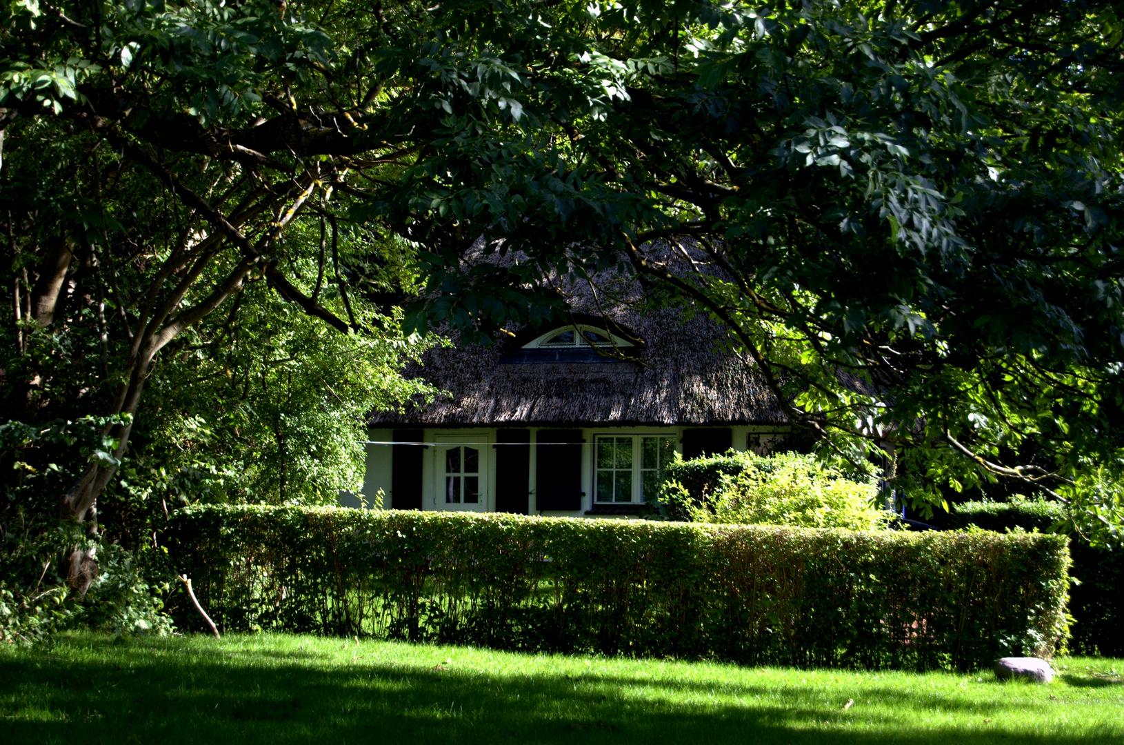 Das Haus spielt mit dem Schatten